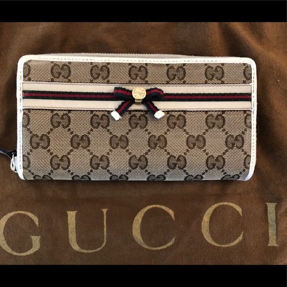 11cf44efdc5 Gucci Handbags - Authentic GUCCI Mayfair GG Canvas Wallet